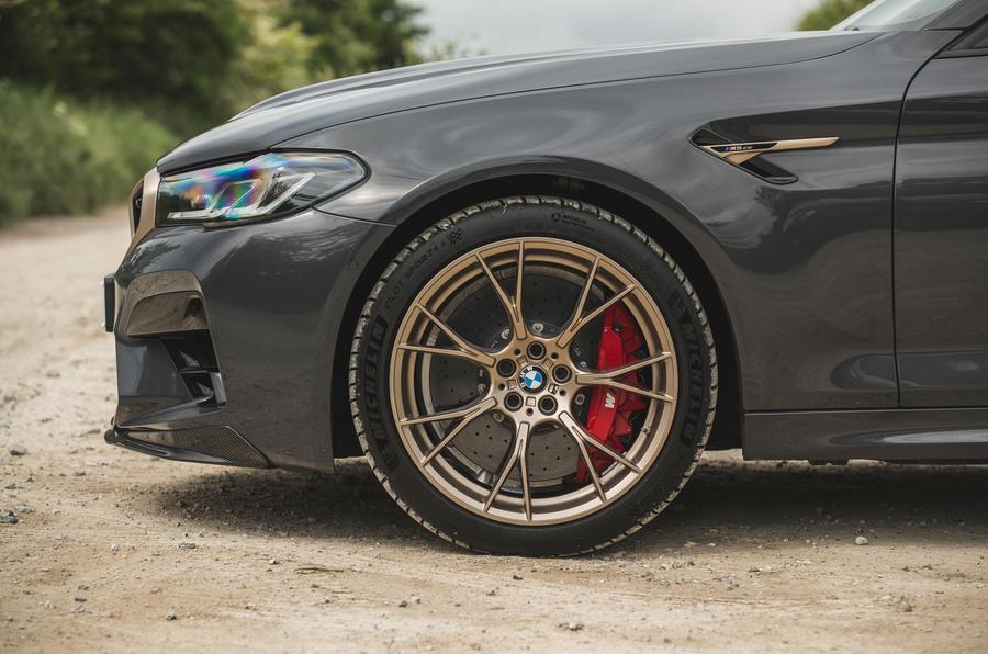 9 BMW M5 CS 2021 RT roues en alliage