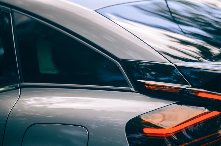 9 Citroën C4 2021 RT vitre de custode arrière