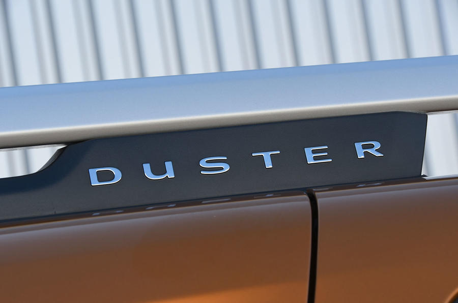 Dacia Duster 2018 road test review roof logo