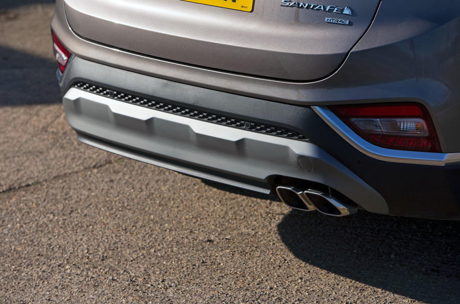 Hyundai Santa Fe 2019 road test review - exhausts