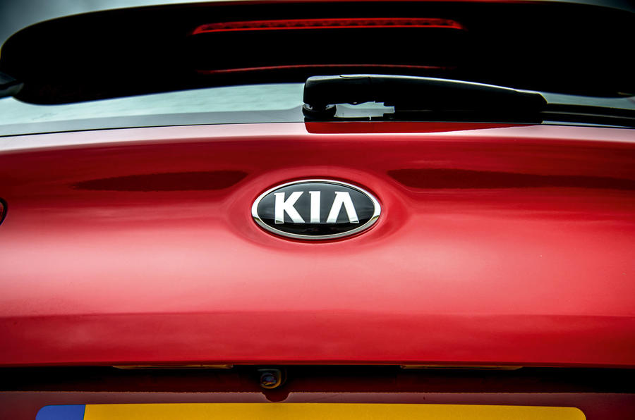Kia Ceed 2018 road test review Kia badge