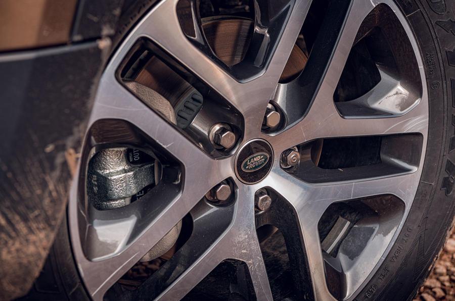 Land Rover Defender 2020 : examen de l'essai routier - roues en alliage