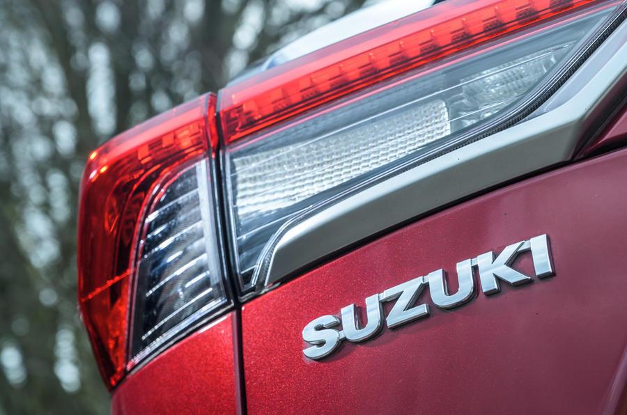 9 Suzuki Across 2021 : essai routier, feux arrière