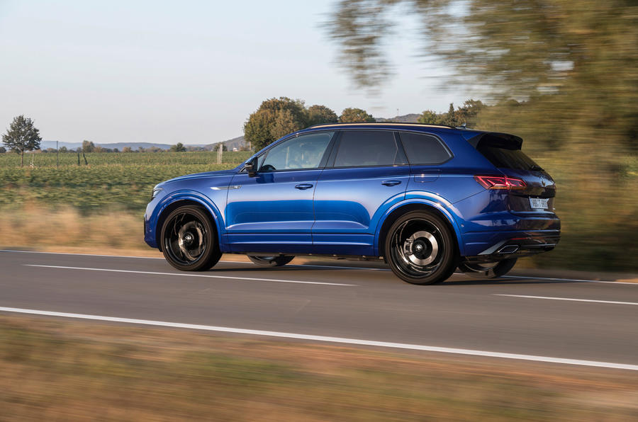 Volkswagen Touareg R road test review - on the road side