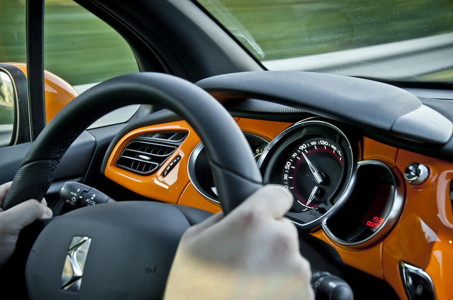 Citroën DS3 Racing orange interior