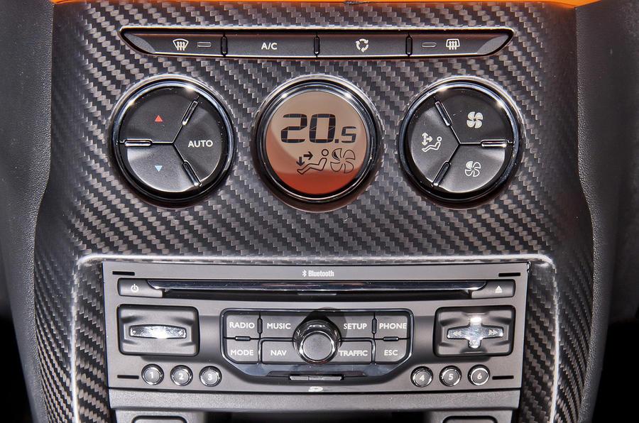 Citroën DS3 Racing centre console