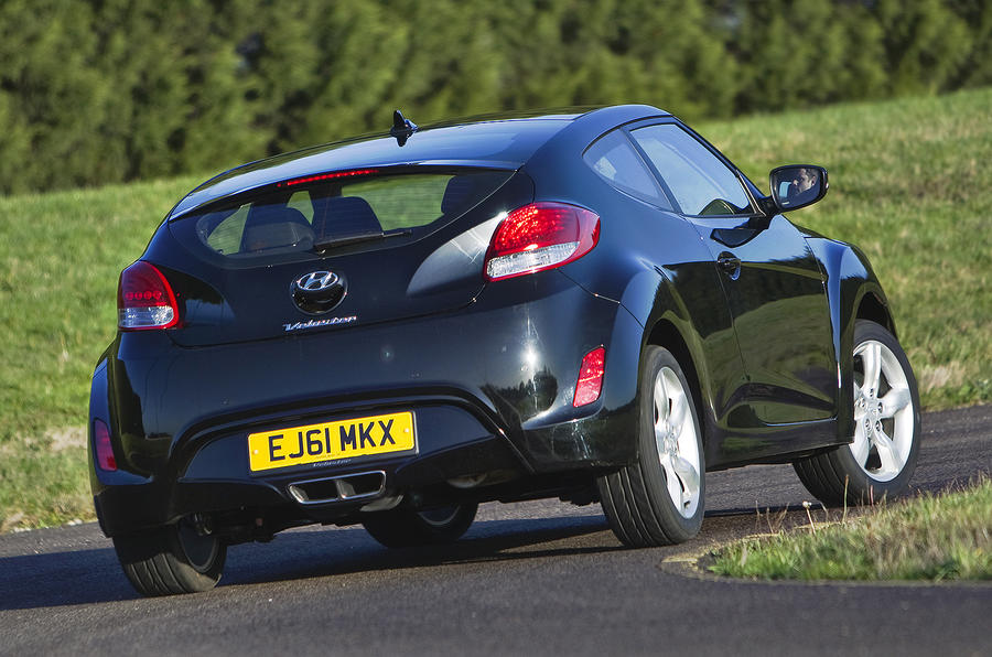 Hyundai Veloster rear cornering