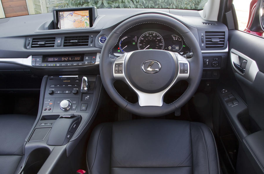 Lexus CT 200h SE-L dashboard