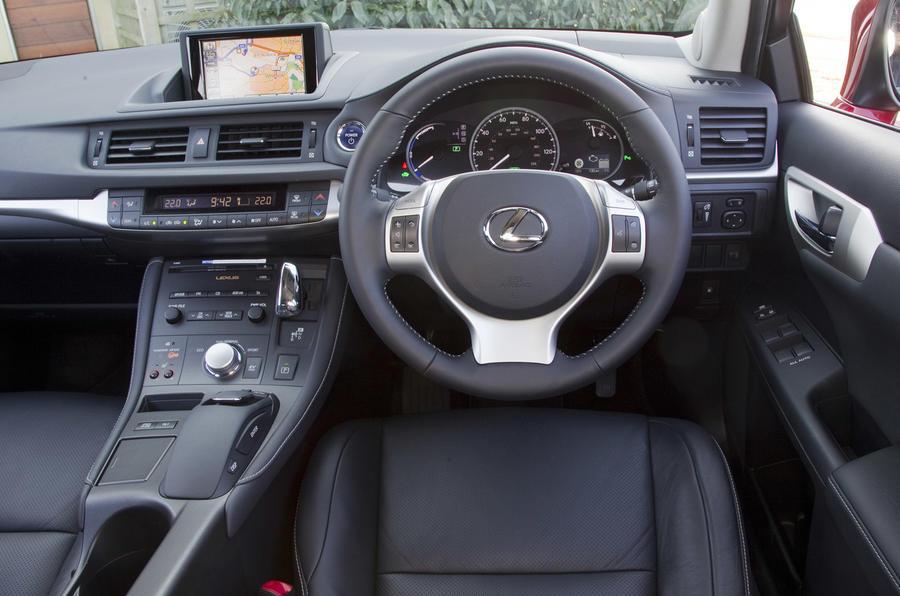 Lexus CT 200h SE-L dashboard
