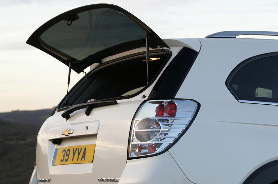 Chevrolet Captiva LTZ rear window flap