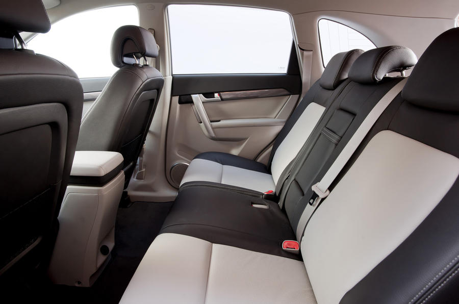 Chevrolet Captiva LTZ rear seats