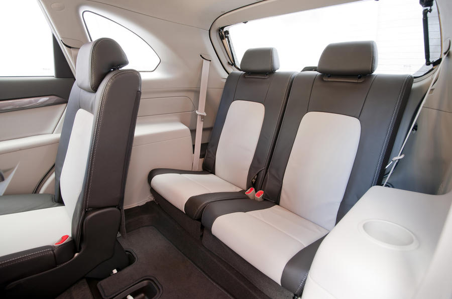Chevrolet Captiva LTZ third row seats