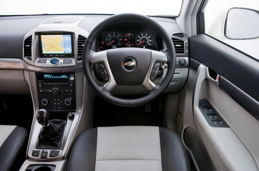Chevrolet Captiva LTZ dashboard