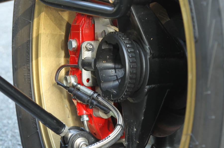 Ariel Atom V8 suspension and braking hub