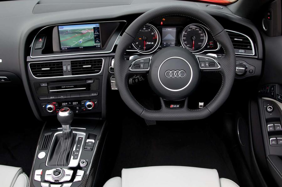Audi RS5 Cabriolet dashboard