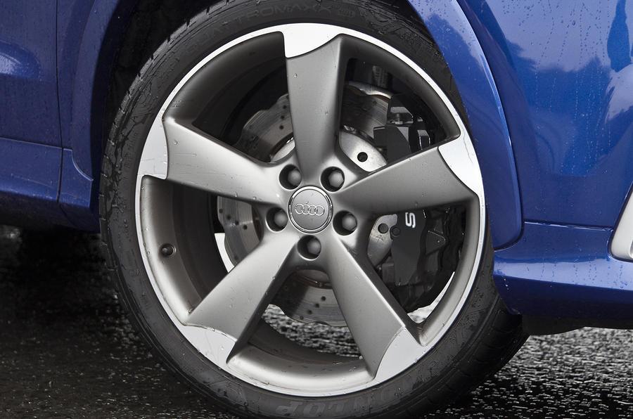 Audi RS Q3 19in alloys