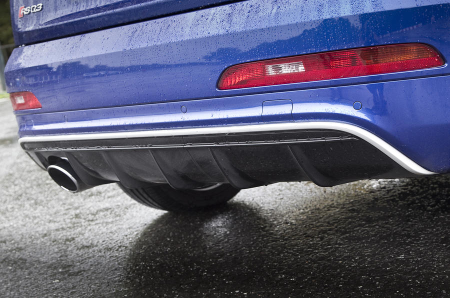 Rear diffuser on the RS Q3