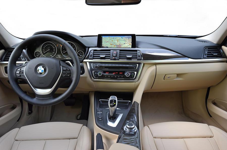BMW 328i Touring dashboard