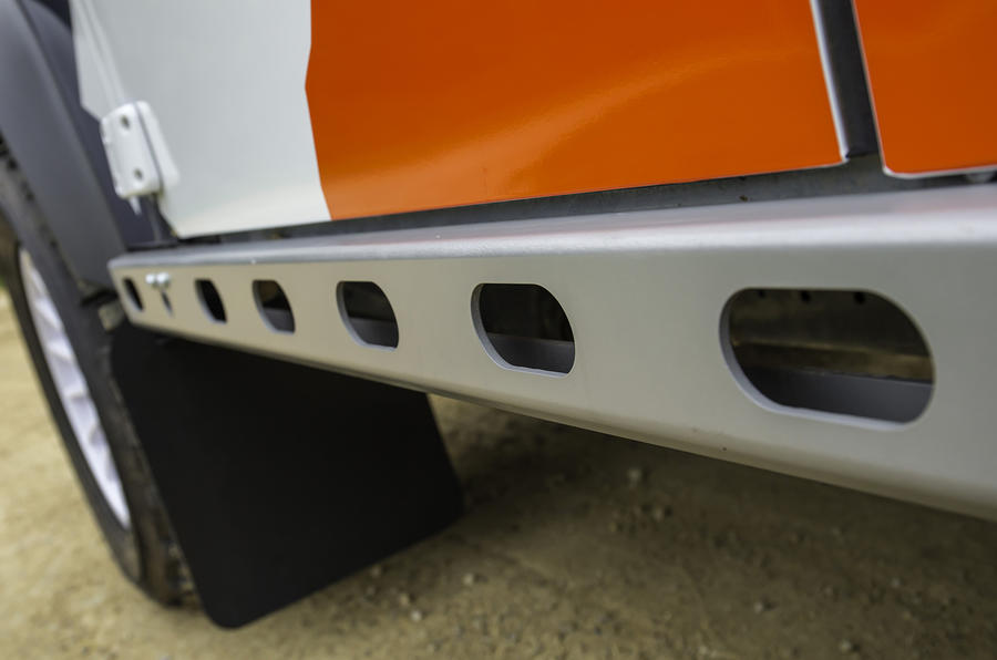 Land Rover Defender Challenge side skirts