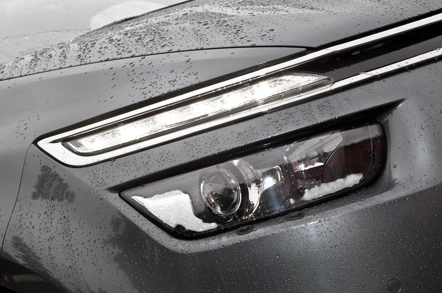 Citroën Grand C4 Picasso headlights