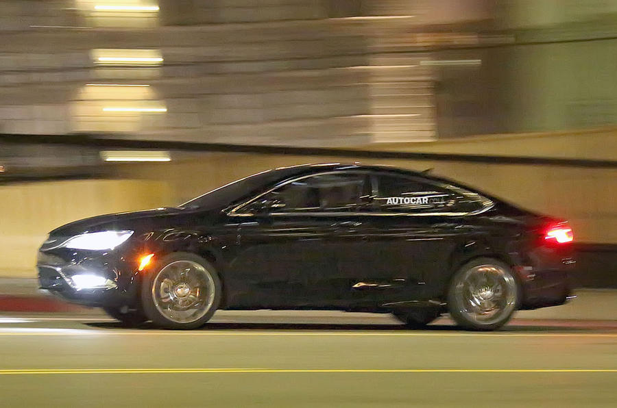 Chrysler 200 spotted - latest pictures