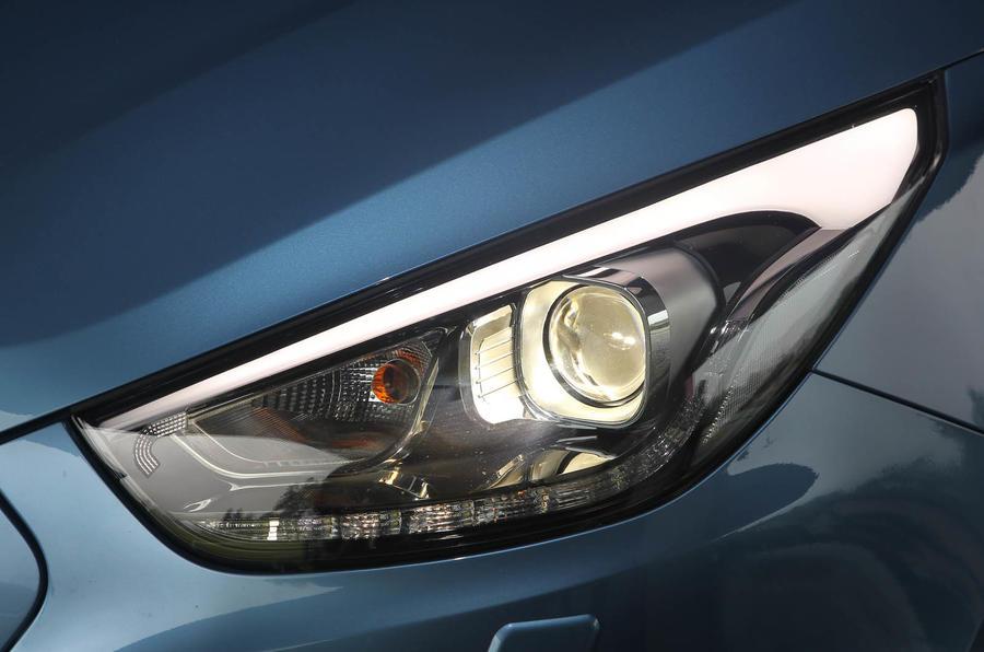 Hyundai ix35 xenon headlights