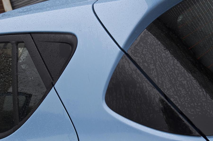 Hyundai i10 rear window