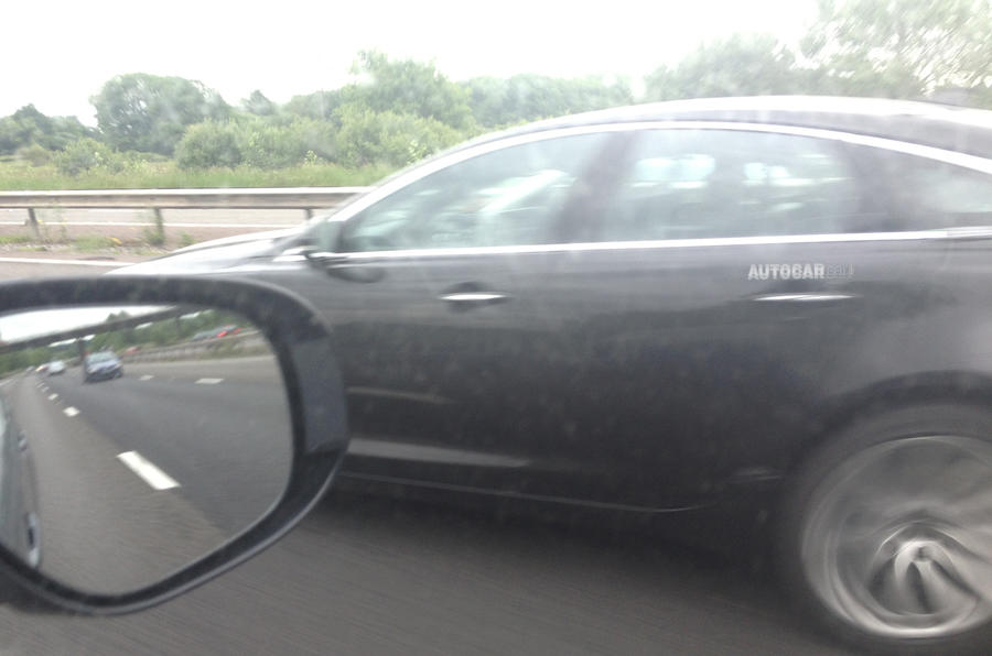 Next generation Jaguar XJ spotted testing