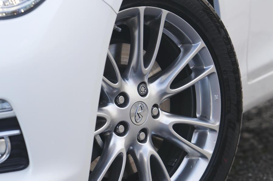 17in Infiniti Q50 alloy wheels
