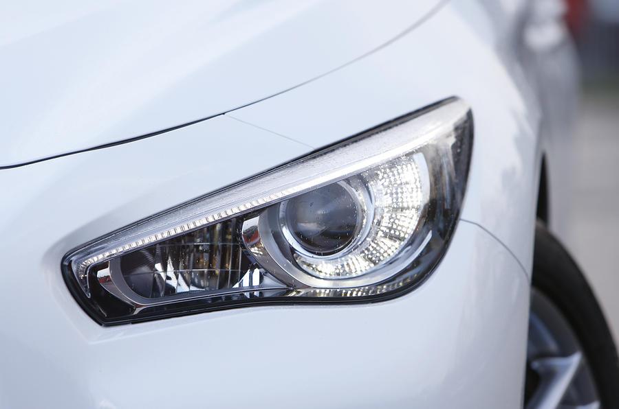 Infiniti Q50 LED and xenon headlights