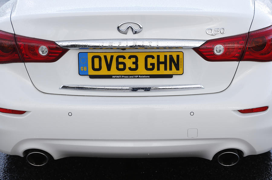 Infiniti Q50 twin exhaust system