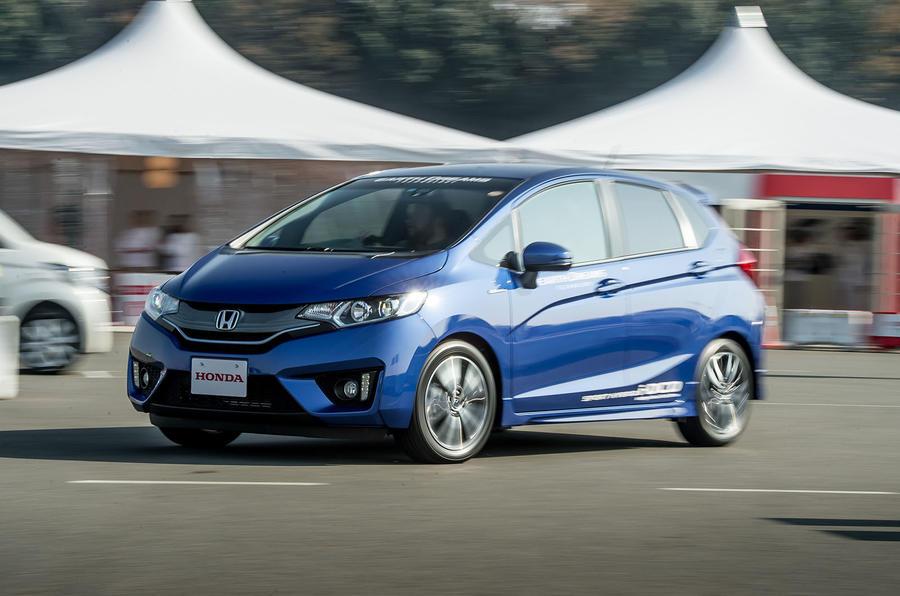 Honda Jazz Hybrid cornering