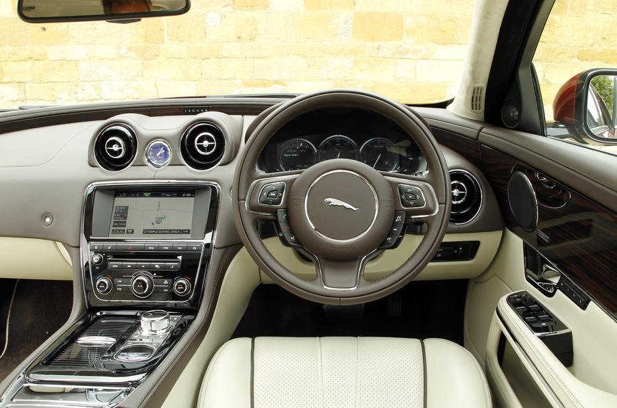 Jaguar XJ LWB dashboard