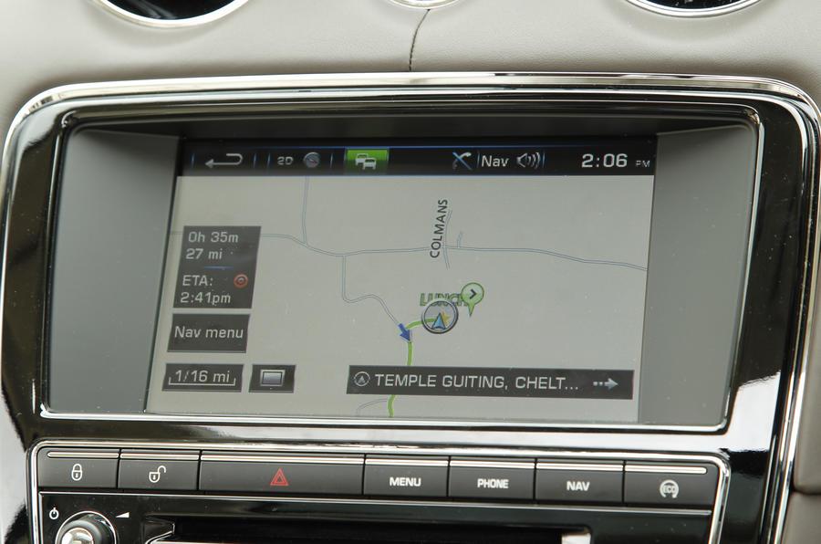 Jaguar XJ LWB infotainment