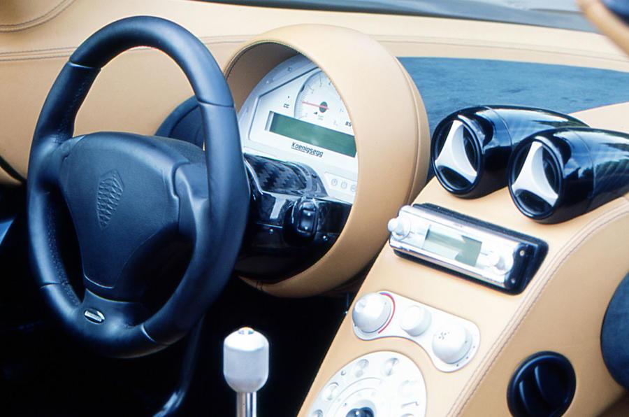 Koenigsegg CC8S dashboard