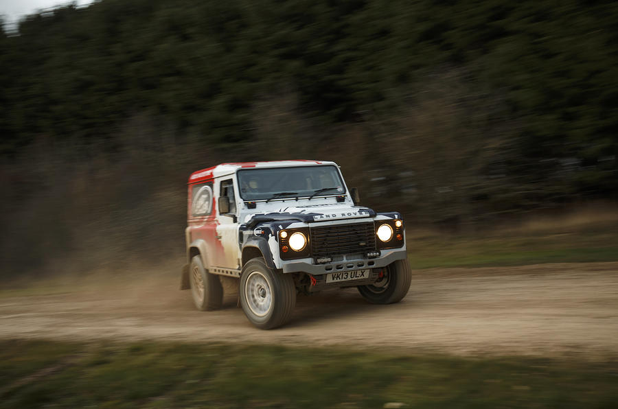 Land Rover Defender Challenge drifiting