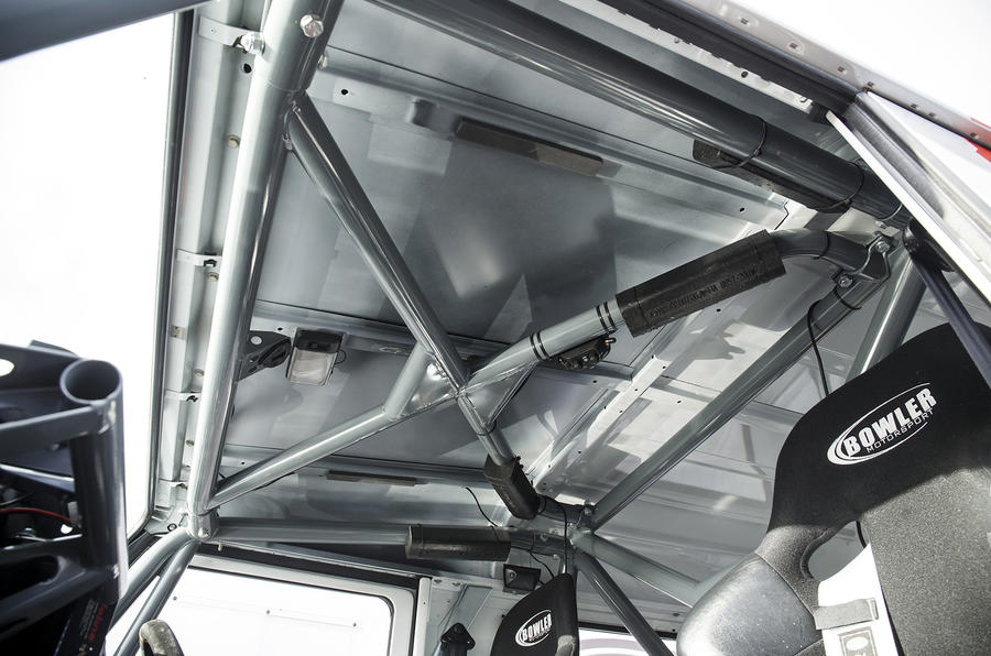 Land Rover Defender Challenge roll cage