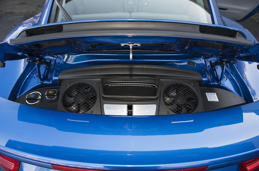 Twin-turbo Porsche 911 Turbo engine