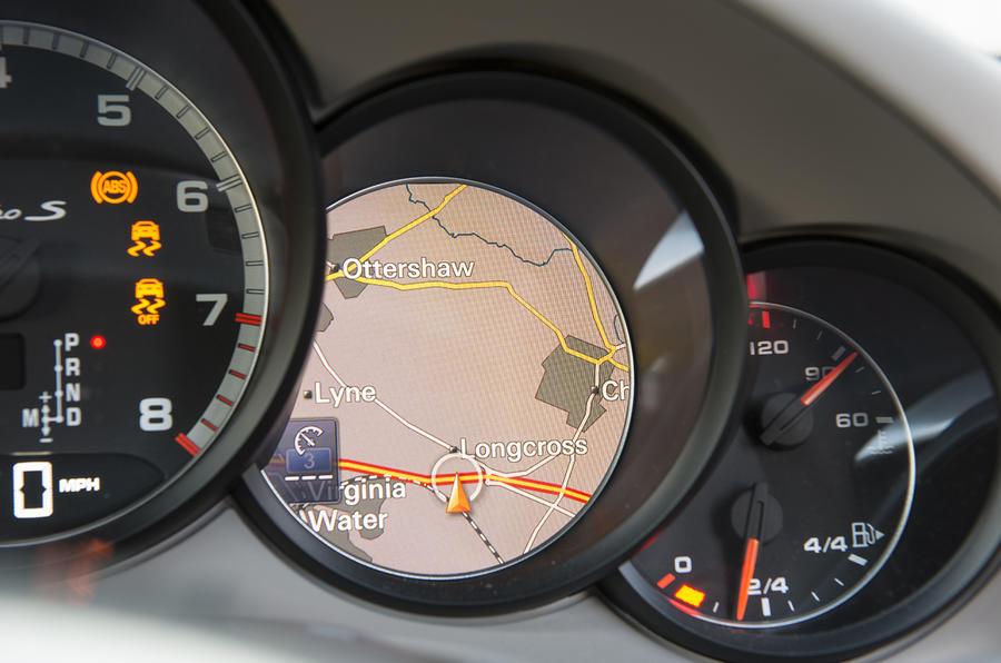 Porsche 911 Turbo sat nav cluster