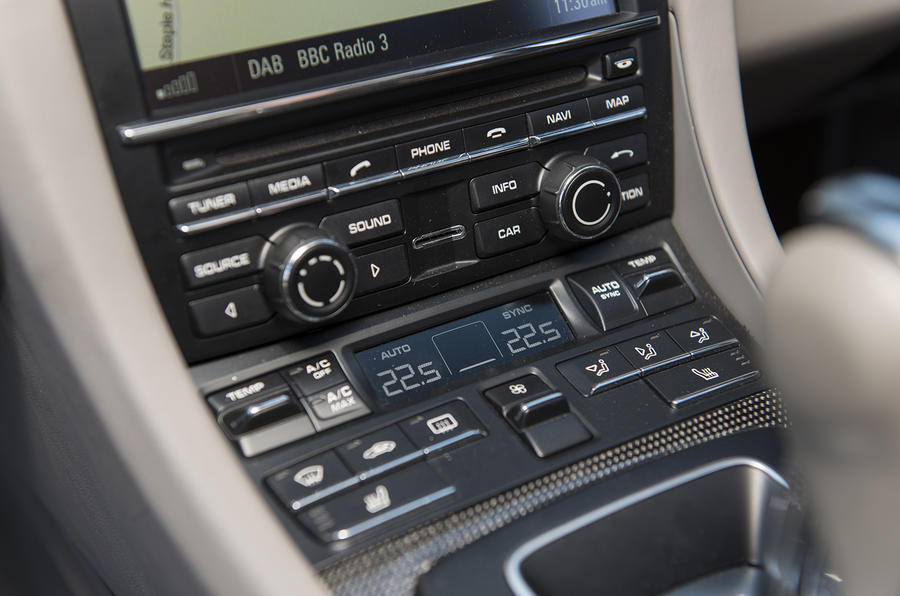 Porsche 911 Turbo centre console