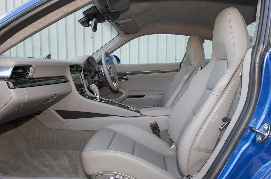 Porsche 911 Turbo interior