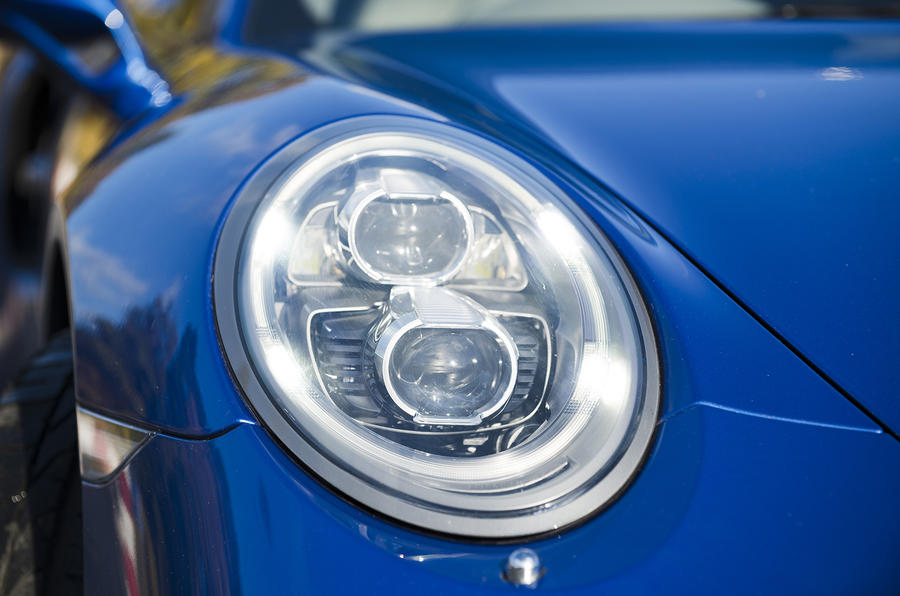 Porsche 911 Turbo bi-xenon headlights