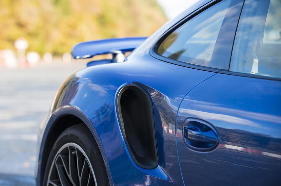 Porsche 911 Turbo aggressive air intake