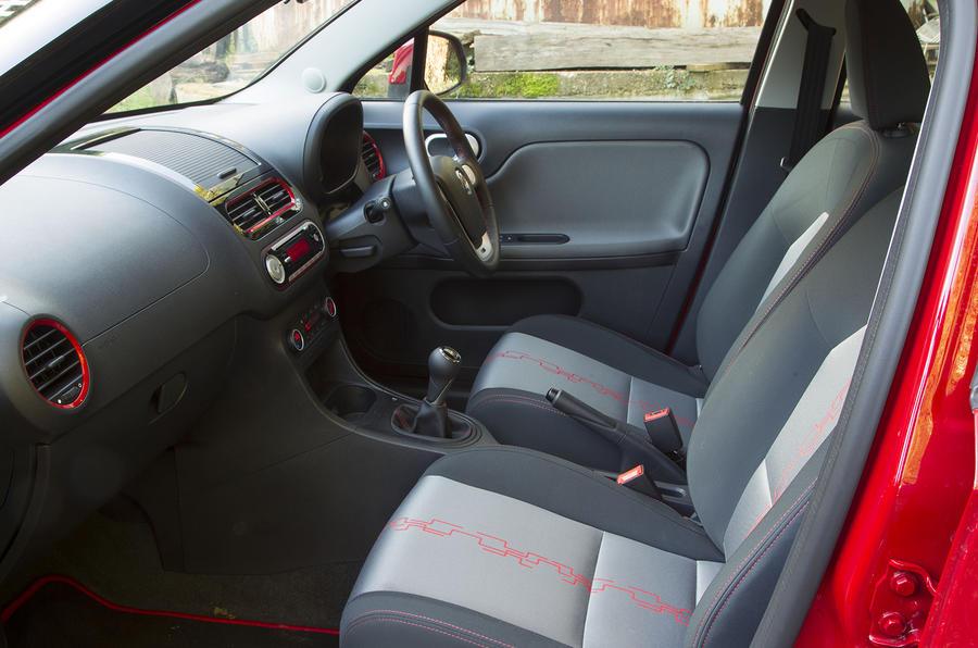 MG3 front seats
