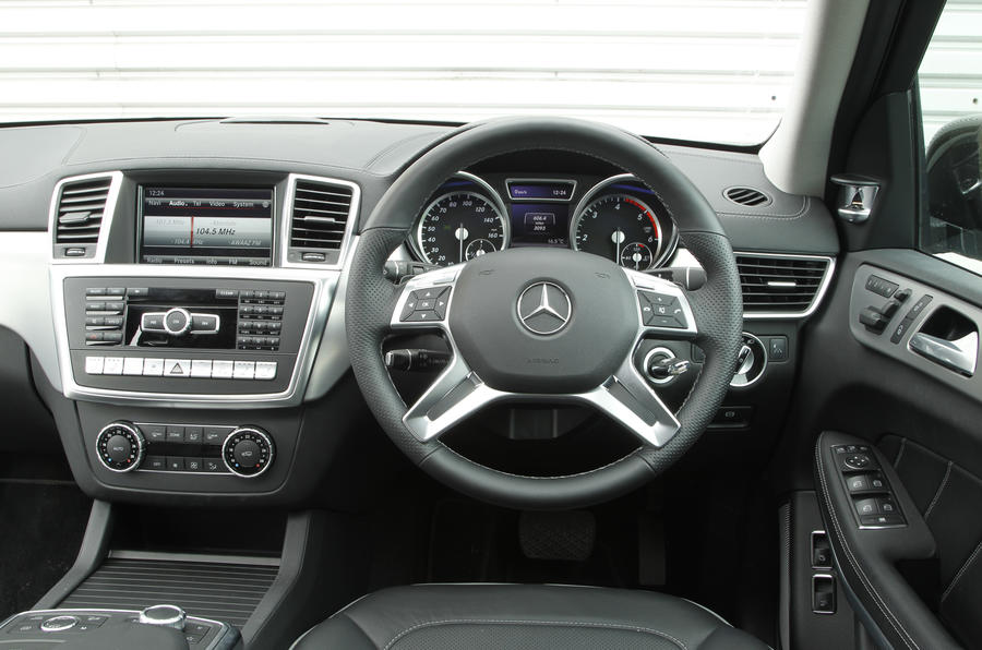 Mercedes-Benz GL dashboard