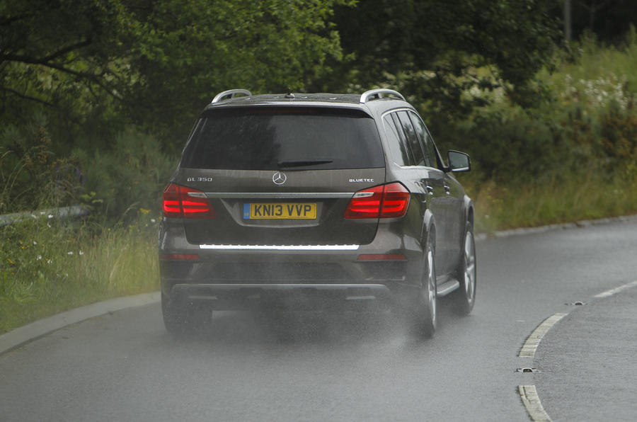 Mercedes-Benz GL rear hard cornering