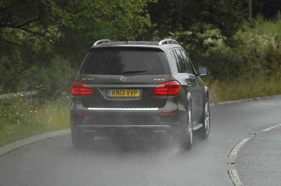 Mercedes-Benz GL rear hard cornering