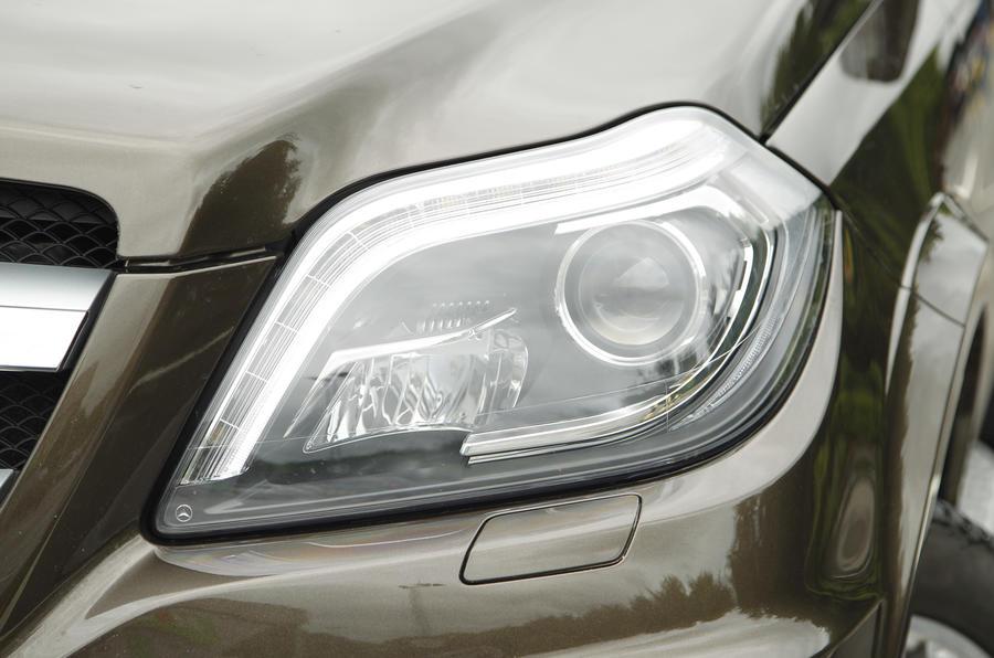 Mercedes-Benz GL bi-xenon headlights
