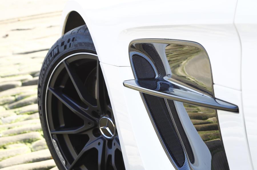 Mercedes-AMG SLS black alloy wheels