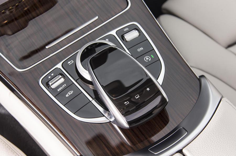 Mercedes-Benz C 250 infotainment controller